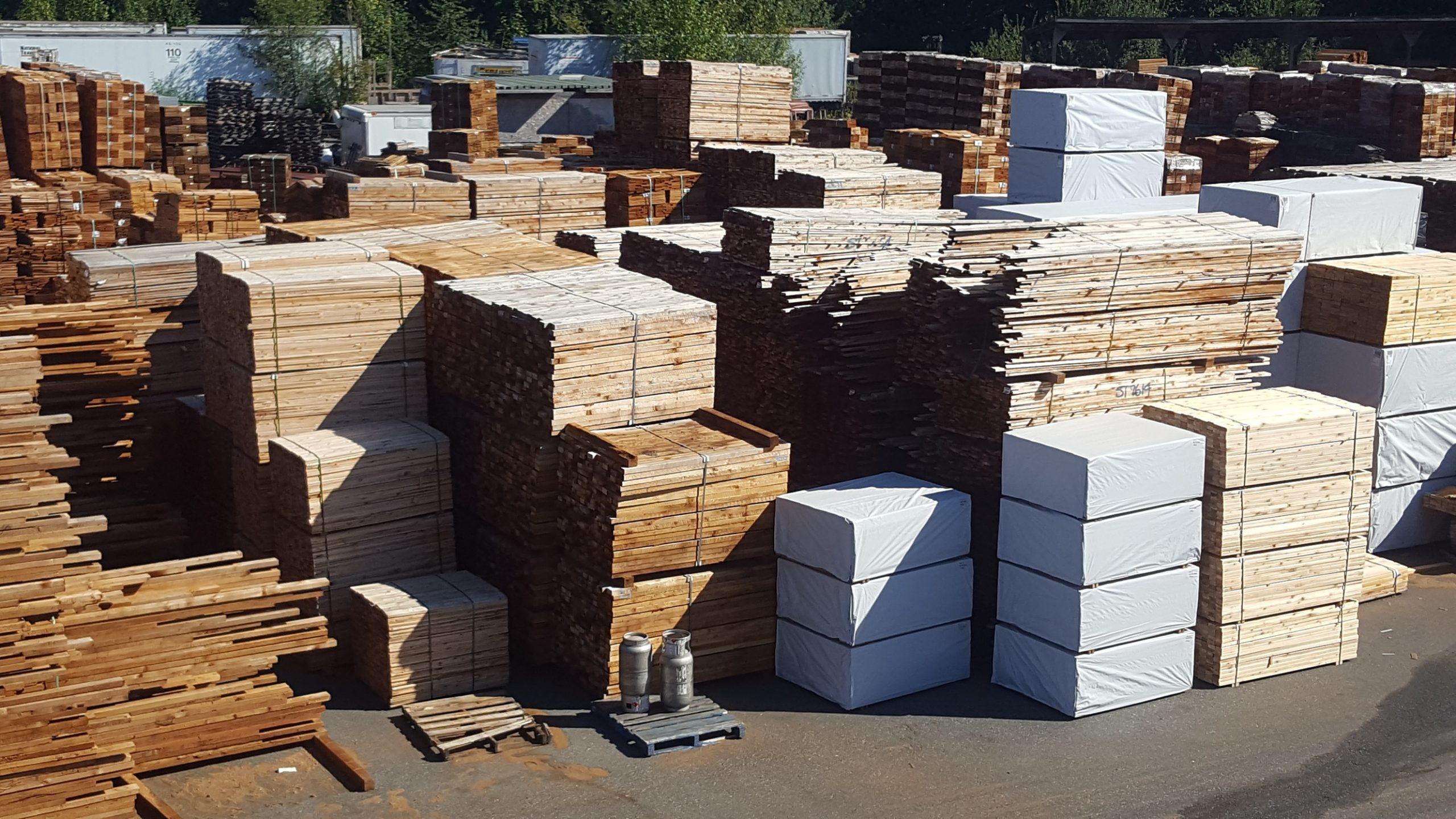 Red Cedar Products Canada - Lumber, Fence Panels, Sheds, Roofing, Enclosures & Wood Staining